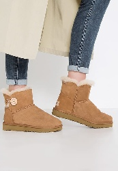 UGG MINI BAILEY BUTTON II Bottes de neige chestnut